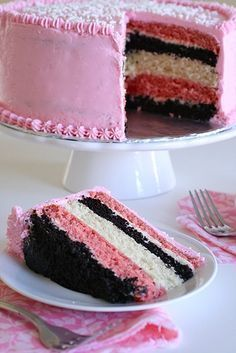 Neapolitan Layer Cake with Strawberry Buttercream Frosting. should be the inside of the kids bday cake this year Strawberry Cakes, Strawberry Buttercream, Buttercream Frosting, Strawberry Shortcake, Neapolitan Cake, Bolo Red Velvet, Yummy Treats, Sweet Treats, Cake Recipes