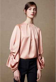 Welcome to the official online flagship for the Alexander McQueen fashion house. Discover designer clothing and accessories for men and women. Hipster Fashion, 70s Fashion, Hijab Fashion, Love Fashion, Korean Fashion, Fashion Dresses, Vintage Fashion, Fashion Tips, Fashion Design
