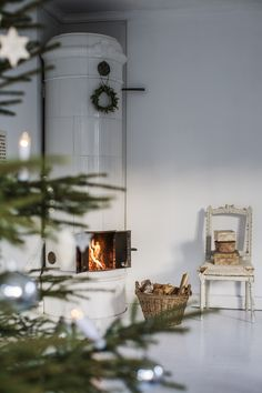 Scandinavian Christmas Style, always serene and often understated, can bring timeless elegance to your home during Christmas time. Christmas Past, All Things Christmas, White Christmas, Christmas Diy, Christmas Ornaments, Scandinavian Christmas Decorations, Handmade Christmas Decorations, Xmas Decorations, Home Decoration Brands