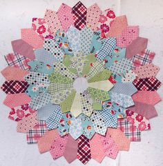 Fabulous Dresden by WeePixie Amazing! Double or triple Dresden. Dresden Plate Patterns, Quilt Block Patterns, Quilt Blocks, Star Blocks, Circle Quilts, Mini Quilts, Square Quilt, Quilting Tutorials, Quilting Projects