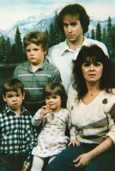 View the Funniest & Most Awkward Family Portraits at Awkward Family Photos. Awkward Family Pictures, Weird Family Photos, Awkward Family Photos, Bad Photos, Funny Photos, Strange Family, Crazy Photos, You Funny, Funny People