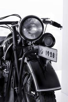 lonelycoast:    BMW Detail by Geo Messmer