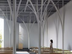 This is a new chapel built in the garden of an existing wedding facility which is surrounded by trees. The building looks like a simple white box floating in the air to be in harmony with the existing facility.  On the other hand, I took in the...