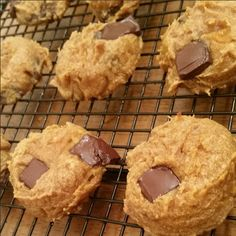 Makes 8-10 cookies Ingredients: 4 Tbsp Peanut Butter (Don't use the oily part. Use solid nut butter for these, so they do not become too moist) 1 small mashed banana (do NOT use an overly ripe banana, a new/firm banana works best) 2 Tbsp pumpkin puree 1/4 cup dark... #cookies #glutenfree #grainfree
