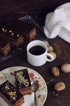 Prajitura cu nuci si ciocolata Spiced Coffee, Something Sweet, Chocolate Fondue, Food Photography, Sweet Treats, Deserts, Spices, Food And Drink, Pudding