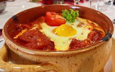 Az+újpesti+Csülök+étteremben+http://www.csulokvendeglo.hu/+kóstoltuk+ezt+a+bolgár+lecsókülönlegességet.+Szirene+po+sopszki+néven+találtuk+az+étlapon.+Hasonlót+inkább+Törökországban+készítenek,+de+ismerve+a+Balkán+történelmét+náluk+sokkal+tovább+vendégeskedett+az+Oszmán+birodalom+hatalmas+serege,…