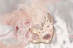 Luxury feathered mask for women - pink