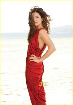 Sandra Bullock smoking hot in a cool red dress