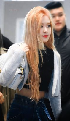 Your source of news on YG's current biggest girl group, BLACKPINK! Please do not edit or remove the logo of any fantakens posted here. Blackpink Fashion, Fashion Quotes, Fashion Outfits, South Korean Girls, Korean Girl Groups, Park Chaeyoung, Jennie Blackpink, Rose Hair, Look At You