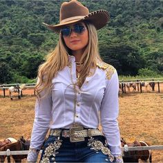 Image may contain: one or more people, people standing, hat, outdoor and nature Sexy Cowgirl Outfits, Country Style Outfits, Cowgirl Dresses, Rodeo Outfits, Country Wear, Country Fashion, Western Dresses, Cow Girl, Vaquera Sexy