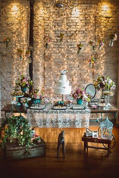 Wedding goals! Totally in Love with this, what a beautiful place to display the wedding cake!