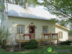 Belle ancestrale sur le chemin Gosford à Ste-Agathe-de-Lotbinière Ste Agathe, Quebec City, Architecture, My Dream Home, Porches, Sweet Home, House Ideas, Outdoor Decor, Home Decor