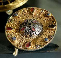 Merovingian fibula CdM - Art mérovingien — Wikipédia