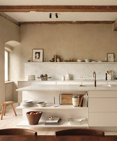 Zara Home Kitchen, New Kitchen, Home Kitchens, Kitchen Decor, Nordic Kitchen, Kitchen Shelves, Skandi Kitchen, Peach Kitchen, Beige Kitchen