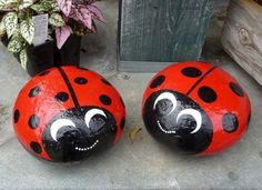 DIY - Do it yourself - Selber Machen - Europaletten Stone ladybird as an original garden decoration Stone Crafts, Rock Crafts, Arts And Crafts, Kids Crafts, Pebble Painting, Pebble Art, Stone Painting, Painting Flowers, Body Painting