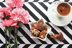 Gözde'nin Blog Günlüğü: Karamelli Bademli ♡ Fındıklı ♡ Çikolata Tarifi #çikolatatarifi #çikolata #blogger #gozdeninbloggunlugu #gozdeninevinden