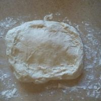 Vetkoek (pronounced Fet-cook and literally meaning fat cake, fat cookie or fatty cake) is another traditional South African dish. It is very easy to make. It is bread dough deep-fried . South African Desserts, South African Dishes, South African Recipes, Africa Recipes, Baking Recipes, Dessert Recipes, Bread Recipes, Breakfast Recipes, Oven Recipes