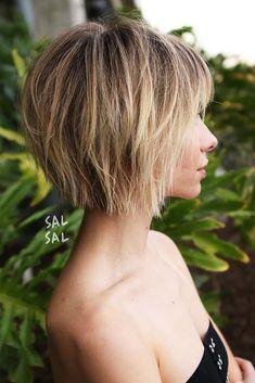 Short bob haircuts, have you ever wondered why they are so popular? What is so special about this style, initially longer at the front and shorter at the back? It appears interesting but we are all used to that look already. Yet, we do not think that it is boring, and women all around the globe keep sporting bob haircuts. It is because besides being versatile, quite complimenting, and not difficult to maintain, a bob is a symbol of high style, individuality, and self-confidence.