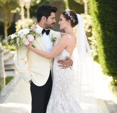 Wedding Photography Tips for Couples – Fashion Digger Wedding Photography Checklist, Wedding Couple Poses Photography, Wedding Pics, Wedding Couples, Wedding Gowns, Turkish Wedding Dress, Wedding Dress Sleeves, Bride Hairstyles, Marie