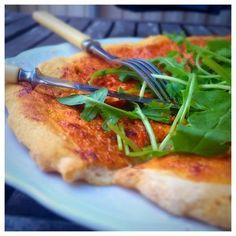 Det här blev gott! Det kan vara härligt att ha ett bra naturligt glutenfritt pizzadegsrecept till hands när man blir sugen. Pizza tillhör inte vardagsmat för mig men nu har jag experimenterat fram …