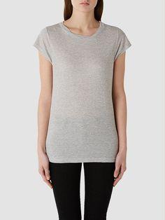 Selected Femme - Regular fit - 50 % Baumwolle, 50 % Polyester - Runder Kragen - Detail am Kragen - Zart - Sehr weich. Hier erhältst du ein wundervolles Basic-T-Shirt. Es wird in vielen Farben geliefert, die jeweils passend zu deiner Stimmung sind. Für einen lässigen und entspannten Look trage das T-Shirt mit Jeans und weißen Sneakers.   50% Polyester, 50% Baumwolle...