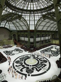 The grand palais is another glass and iron buildings. Chanel S/S a french garden, Grand Palais, Paris Beautiful Paris, I Love Paris, Amazing Architecture, Architecture Details, Catwalk Design, Chanel Fashion Show, Paris Fashion, Paris Mode, Mystique