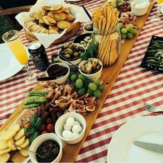My italian party! What a success! Homemade antipasti board (yes, I even made the wooden board myself). Italian music and a lovely summer evening.