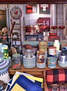 shopping at brimfield on north clark street, chicago. Vintage Market, Vintage Shops, Kitchen Magic, Vintage Cabin, Hunting Cabin, Lodge Decor, Cabins And Cottages, Booth Ideas, Display Ideas