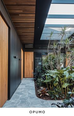 The Cove House by Justin Humphrey Architect in Brisbane, Australia is a luxurious modern home with a very fluid interior design. Patio Interior, Interior And Exterior, Crazy Paving, Timber Battens, Design Exterior, Modern House Design, Modern Architecture, Ancient Architecture, Sustainable Architecture