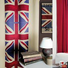 Habillez vos fenêtres de ce rideau au couleur de la Grande Bretagne. En plus de vous protéger du froid, il apporte une touche d'originalité à votre décoration.  http://www.declikdeco.com/p-rideau-occultant-motif-uk-135x200-cm-51939-2809.html