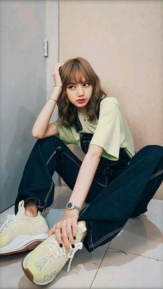 little thing of luna, ♡. Blackpink Fashion, Korean Fashion, Fashion Outfits, Teen Girl Fashion, Lisa Bp, Jennie Blackpink, Kpop Girl Groups, Kpop Girls, Images Esthétiques