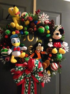 DIY Disney Christmas Wreath -KLS Disney Christmas Crafts, Disney Christmas Decorations, Disney World Christmas, Mickey Mouse Christmas, Christmas Ornaments To Make, Christmas Sewing, Christmas Tree Themes, Disney Crafts, Homemade Christmas