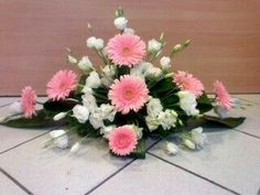 Spring Flower Arrangements, Funeral Flower Arrangements, Ikebana Arrangements, Beautiful Flower Arrangements, Flower Centerpieces, Flower Decorations, Floral Arrangements, Beautiful Flowers, Altar Flowers