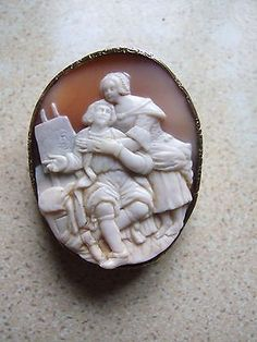 LOVELY VICTORIAN CAMEO GOLD BROOCH