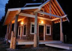 An Artist's Cabin – Bunkhouse by Risen Woodworks | Tiny House Living