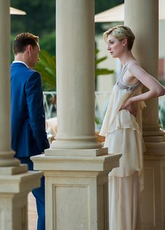 Tom Hiddleston and Elizabeth Debicki in The Night Manager. Full size image: http://ww1.sinaimg.cn/large/6e14d388gw1f0p6jyh279j20tl0jpjyu.jpg .Source: http://www.amctvce.com/uncategorized/the-night-manager-gallery#/0 (Via Torrilla, Weibo)
