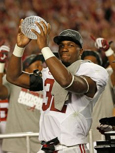 C.J. Mosley, University of Alabama. Whatts cutie!  Look at this cool blog, RollTideWarEagle.com for Sports stories that inform and entertain plus FREE football rules tutorial, check it out. #Alabama