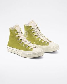 Women Shoes And Boots Mode Converse, Sneakers Mode, Sneakers Fashion, Fashion Shoes, High Top Sneakers, Converse Chuck, High Top Converse, High Heels, Cute Sneakers