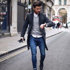 """Running around London like Check out full outfit on my story with """"swipe up"""" link on each item I'm wearing Have a good day _______ #ootd #gentlemen #menstyle"""