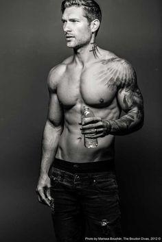 Lighting for muscle tone | LiteBlog | The Boudoir Divas: Lighting for Muscle Tone | LiteBlog | Photoflex | Dudeoir - Dudoir - Male Boudoir - Photography - Portrait - Black and White - Editorial - Pose Idea
