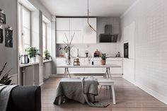 I love this interior design! It's a great idea for home decor. Home design. Scandinavian Kitchen, Scandinavian Interior Design, Scandinavian Design, Scandinavian Apartment, Küchen Design, Home Design, Layout Design, Home Decor Bedroom, Living Room Decor