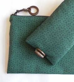 Reduced!  Green glasses case and handy zipped bag, gift set. £10.00