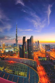Night fairy tale of Dubai Dubai City, Amazing Buildings, Amazing Architecture, Wonderful Places, Beautiful Places, Places To Travel, Places To Visit, Naher Osten, Dubai Travel