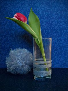 From Marr-Tina --> DIY wedding decoration with glitters (vase and pom-pom) Glitter Vases, Diy Wedding Decorations, Amazing Flowers, Wedding Locations, Glitters, Tulips, Wedding Ceremony, Candle Holders, Handmade Items