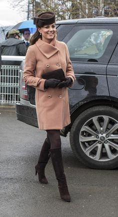 Kate Middleton, Duchess Of Cambridge, In A Pink Coat And Stuart Weitzman Boots For The Cheltenham Festival, 2013 Style Kate Middleton, Kate Middleton Dress, Maternity Wear, Maternity Fashion, Vestidos Kate Middleton, Duchesse Kate, Kate And Pippa, Herzogin Von Cambridge, Catherine Walker