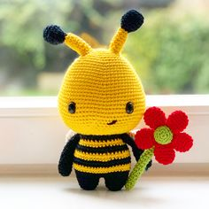 Barry the Bee Amigurumi Crochet this cute bee toy yourself with the DIY Fluffies bee pattern. Crochet Bee, Crochet Dragon, Cute Crochet, Crochet Yarn, Crochet Dolls Free Patterns, Amigurumi Patterns, Diy Sewing Projects, Crochet Projects, Crochet Keychain Pattern