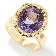 Great looking ring. Looks better in blue topaz. Toscana Italiana
