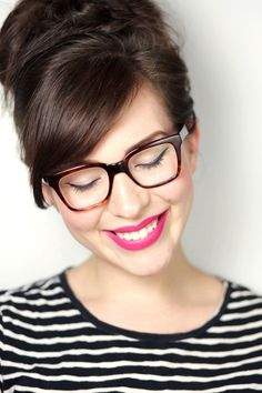 21 Makeup Tricks for Eyeglass Wearing Girls . - 21 Makeup Tricks for Eyeglass Wearing Girls Cute Glasses, New Glasses, Girls With Glasses, Glasses Frames, Beauty Makeup, Hair Makeup, Hair Beauty, Eye Makeup, Makeup Tricks