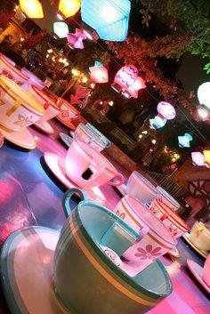 Mad Tea Party Crazy tea party World Disneyland Photography, Disneyland Photos, Disneyland California, Disneyland Trip, Disney Vacations, Disney Dream, Cute Disney, Disney Magic, Disney Art