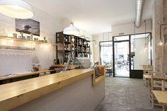 #Cafeteria #Restaurante #Tienda #contemporaneo #contract via @planreforma #lamparas #estanterias #madera
